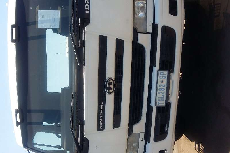 Nissan UD 290 single diff horse truck