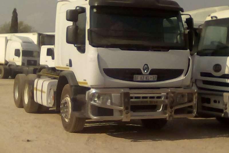 Renault Truck-Tractor Double Axle Premium Lander 2011