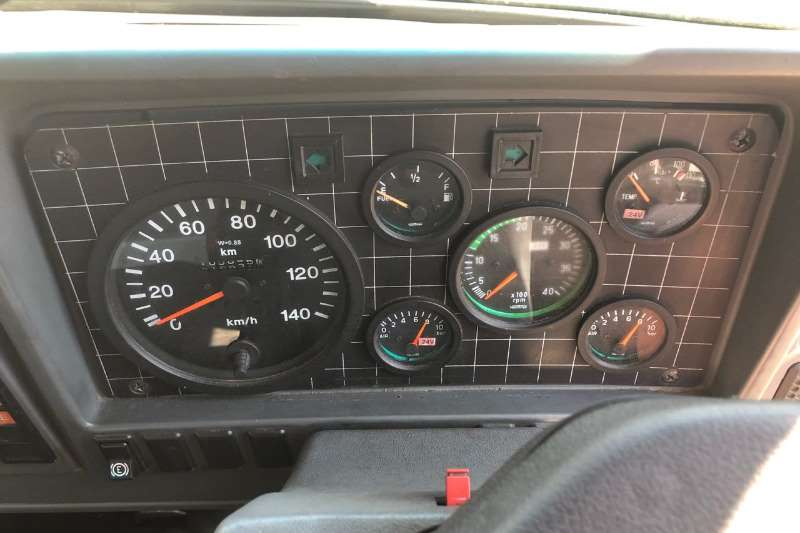 塔塔窗帘侧1518LTP中冷塔式卡车