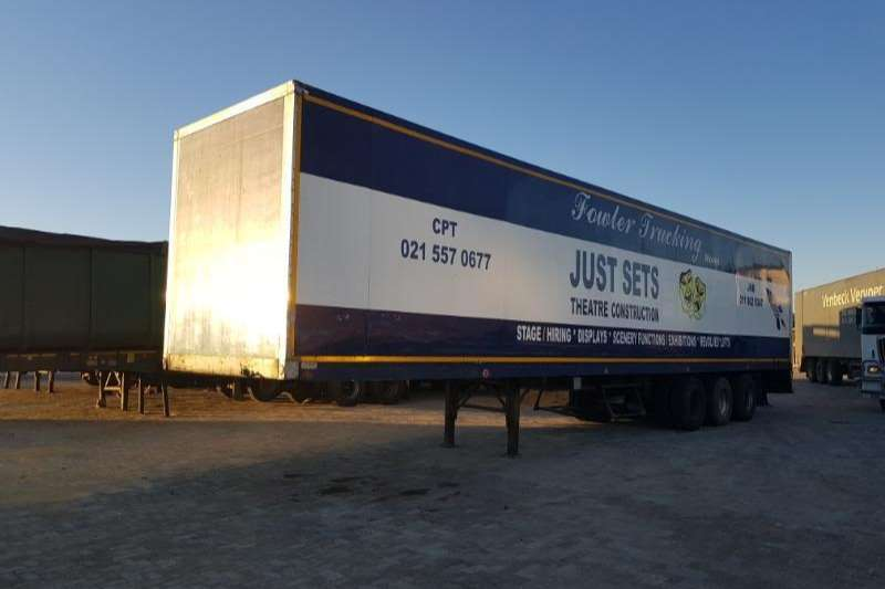 TDM CLOSE BODY TRI-AXLE TRAILER