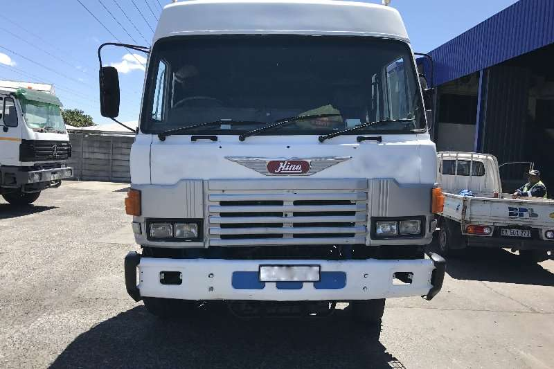 Toyota Double axle Hino 55.350 Truck-Tractor