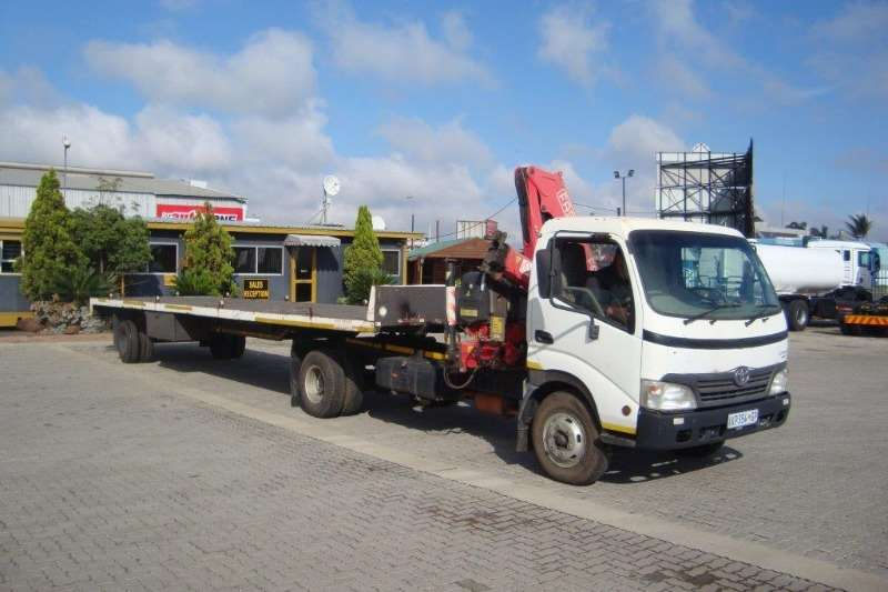 Toyota Single axle TOYOTA DYNA 7 145 PONY WITH TRAILER INCLUDED Truck-Tractor