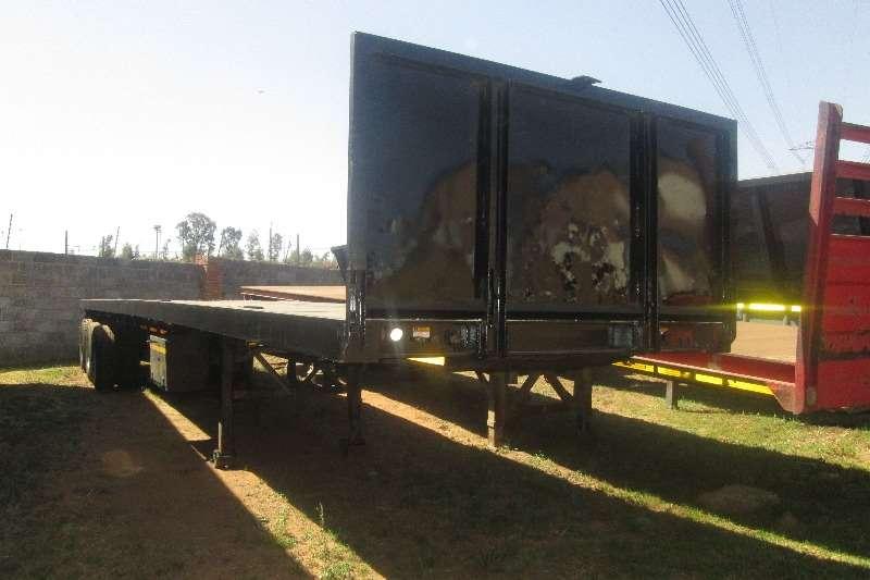Henred Flat deck 13.5m semi trailer Trailers