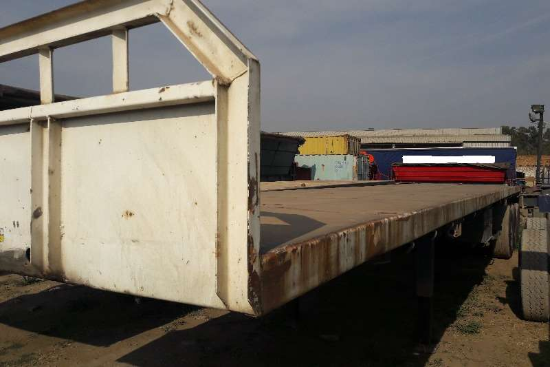 Trailers Henred Tri-Axle Used Henred Tri Axle Trailers Available 0