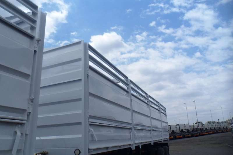 Trailers HPC NEW 2016 DEUL PURPOSE MASS AND CATTEL TRANSPORTER 2016