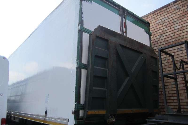 Trailers Superior Trailer Tri Axle fridge 30 Pallet 2001