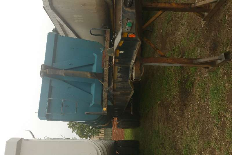 Trailers Top Trailer End Tipping Sliding bin end tipper 25m3 2004