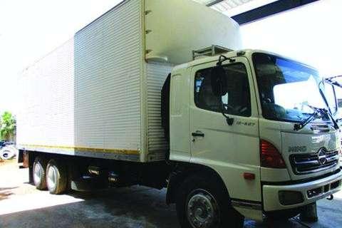 Truck Hino 15-257 Volume bun with tog Axle- 2006