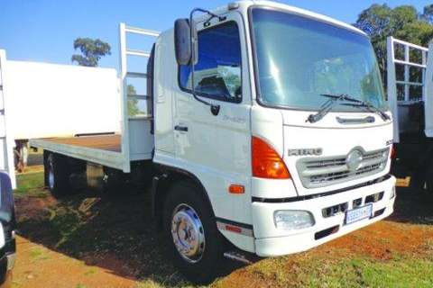 Hino Closed body 17 257 Truck