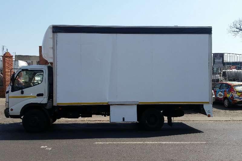 Hino Closed body 300 Truck