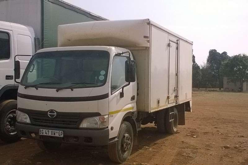 Truck Hino Closed Body 300 4 Tonner 2011
