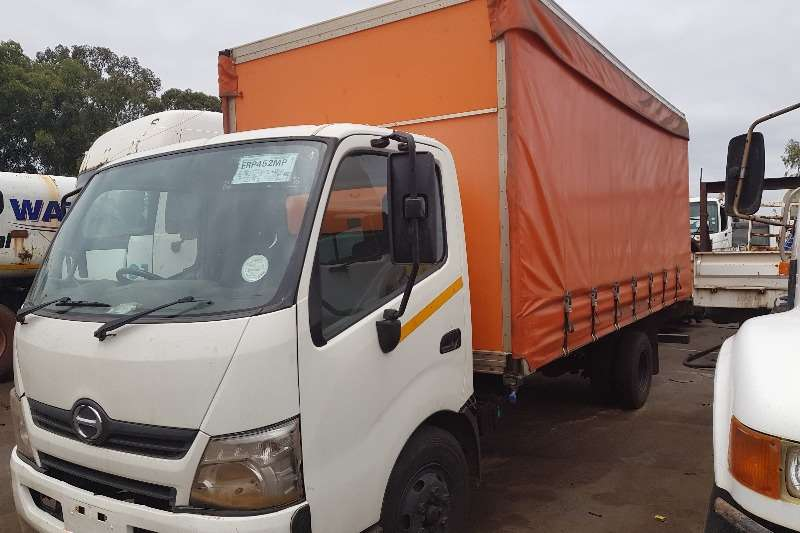 Hino Curtain side 300 Tautliner Truck