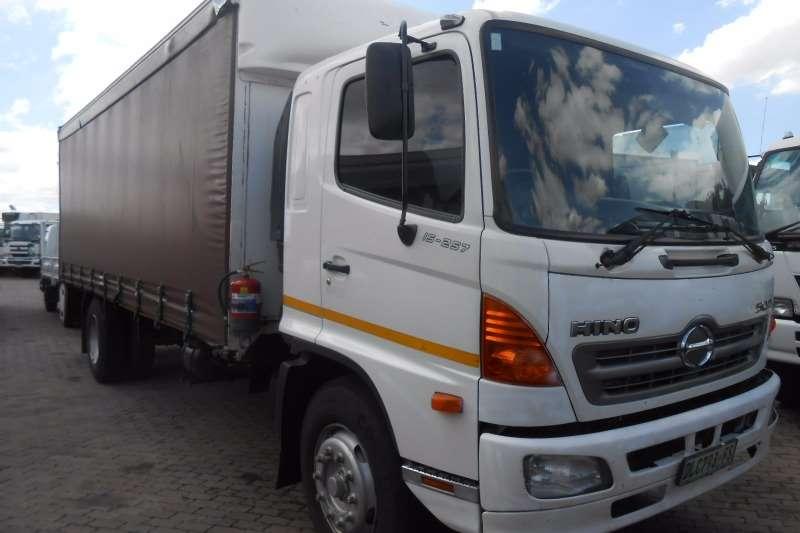 Truck Hino Curtain Side HINO 1626 TAUTLINER 2010
