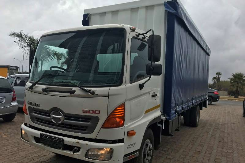 Truck Hino Curtain Side Hino 500 tautliner curtain  side 155kms 2010