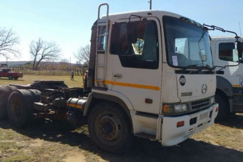 Truck Hino d/axle horse 2002