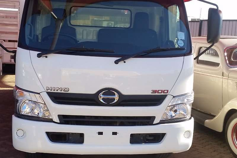 Truck Hino Insulated Fridge unit HINO 300 REFRIGERATED TRUCK WITH MEAT RAILS 2015