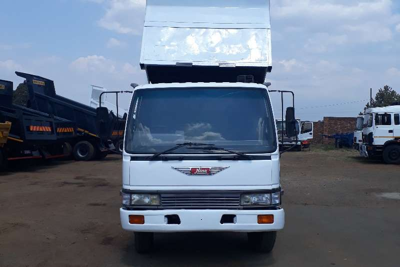 Truck Hino Tipper 6M HINO TIPPER FOR SALE 0