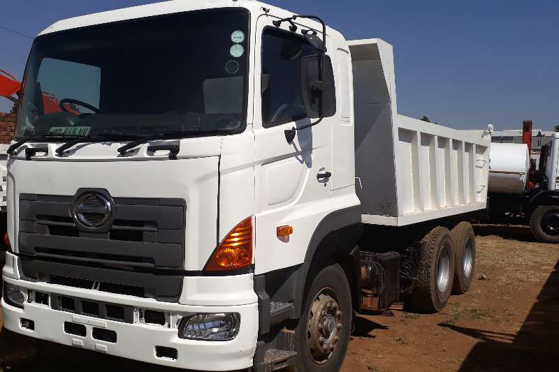Truck Hino Tipper HINO 700 10 CUBE TIPPER WITH NEW BIN AND HYDRAULIC 2008