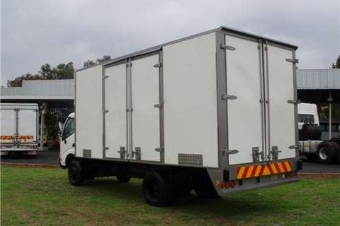 Hino Volume body 300 Series 814 Truck