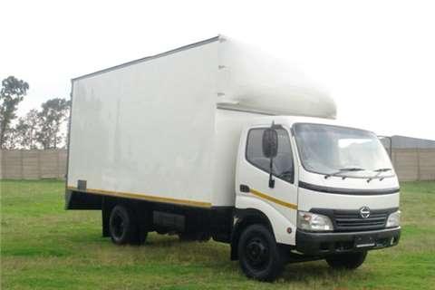 Hino Volume body 300 Series 815 Truck