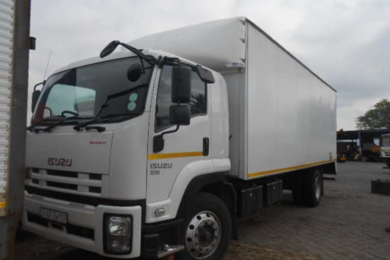 Truck Isuzu Closed Body FTR850 2014