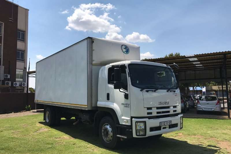 Truck Isuzu Closed Body FTR850 AMT 2015