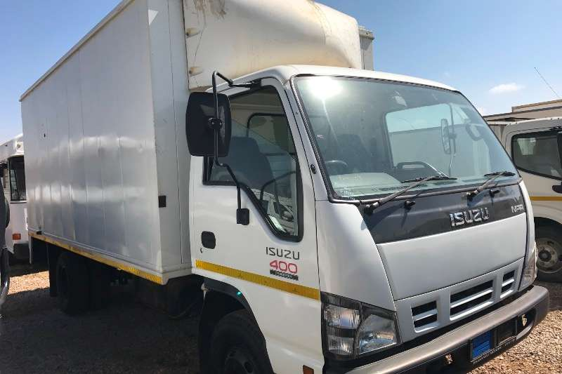 Truck Isuzu Closed Body ISUZU 400 BOX BODY 103000 KMS 2008