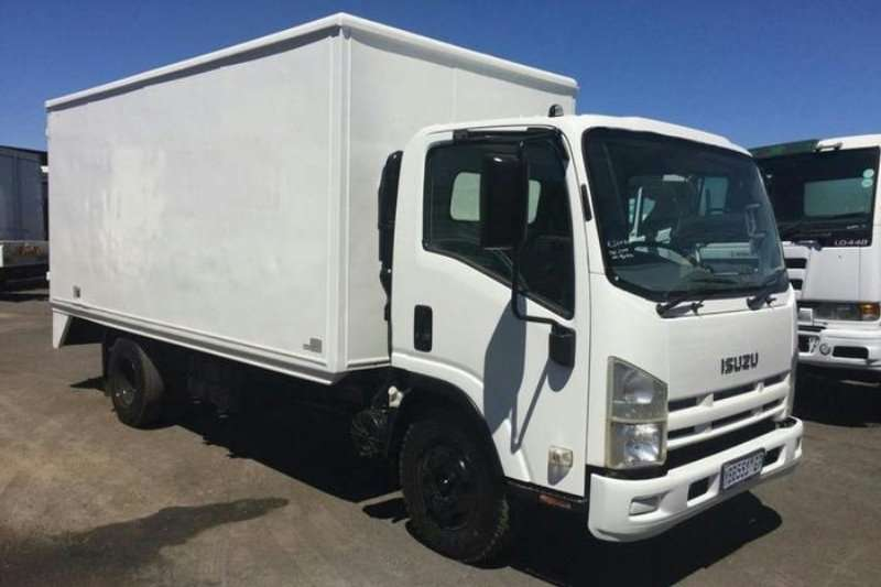Truck Isuzu Closed Body NPR 400 BOX BODY F/C C/C 2009