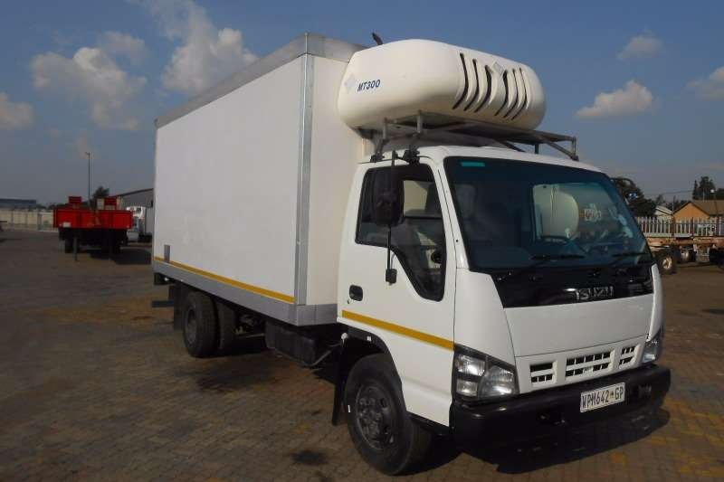 Truck Isuzu Fridge Truck ISUZU NPR400 WITH MT300 FRIDGE 2007
