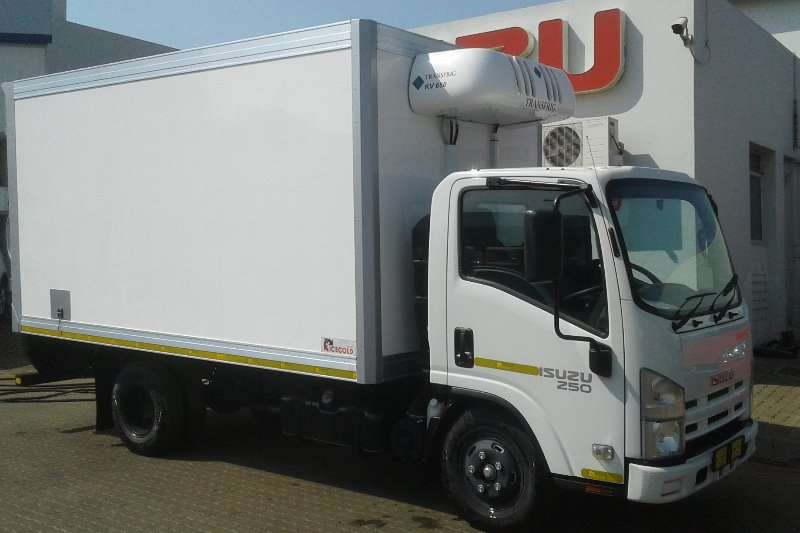 Truck Isuzu Fridge Truck NMR 250 Manual 2017