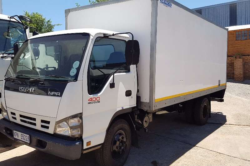 Truck Isuzu Insulated Body NPR400 2007