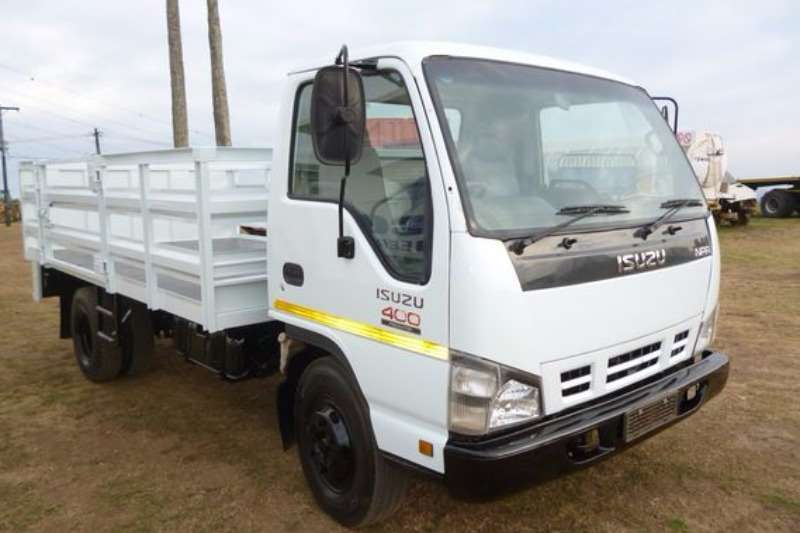 Truck Isuzu NPR 400 With Cattle Side body 2008