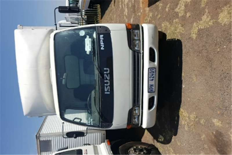 Isuzu Npr400 Truck