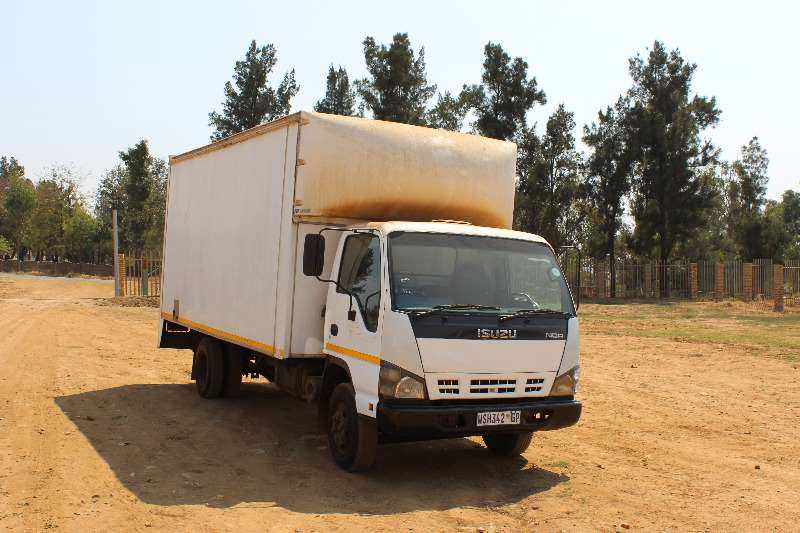 Truck Isuzu Volume Body Isuzu NQR 400 4 ton Volume Body 0