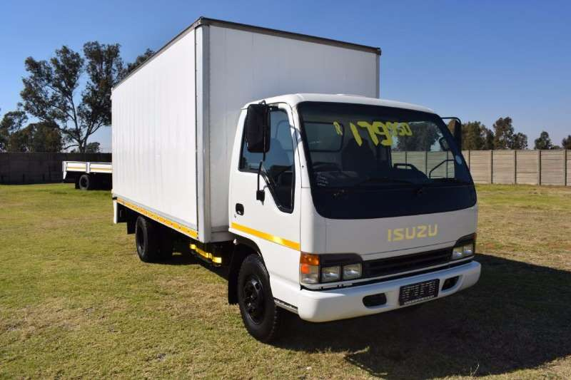 Truck Isuzu Volume Body NPR 400 2005