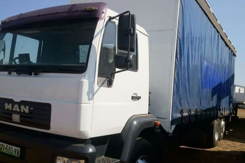 Truck MAN Curtain Side MAN 15.220 with Tag Axel 0