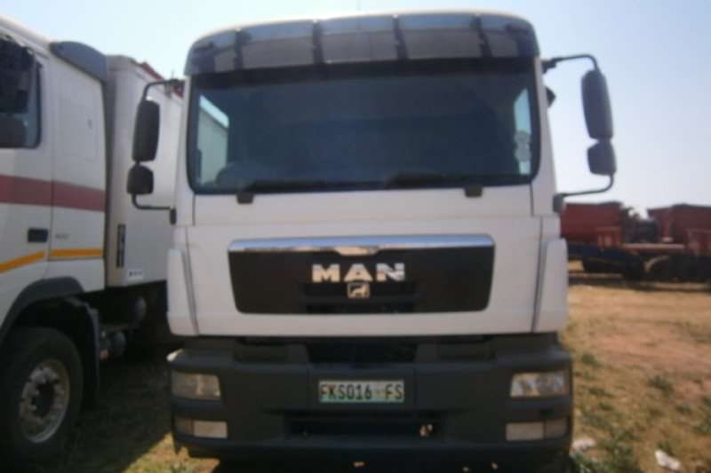 MAN Curtain side TGM 25 280 Truck