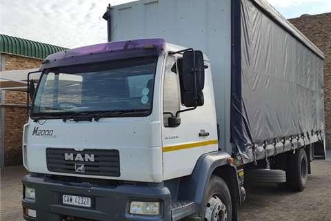 MAN Flat deck L 220 B Tautliner Truck