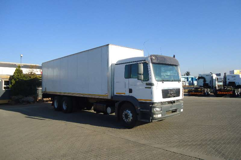 Truck MAN Insulated Body 25.280 INSULATED RIGID 2012