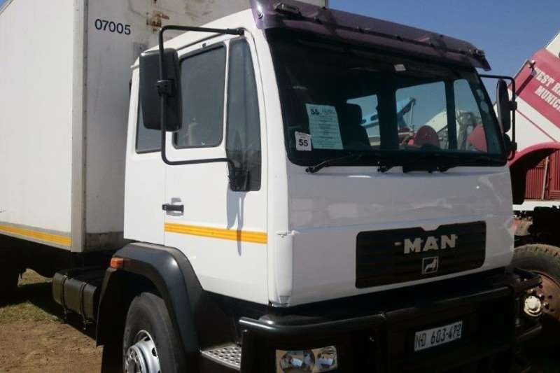 Truck MAN MAN LE 18.220 with Fridge Box 0
