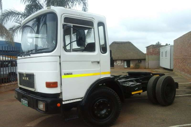 Truck MAN Tipper SINGLE DIFF MAN 15-120 . 5 SPEED AUTO TRANSMISSION 1983