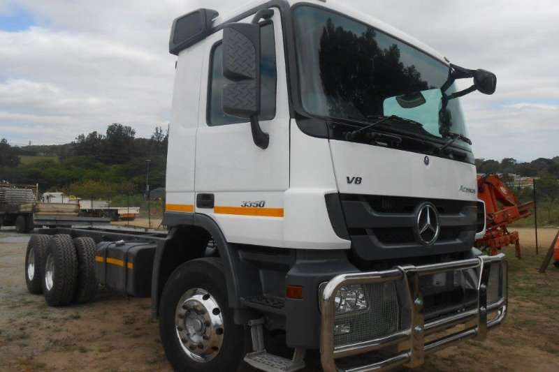 Truck Mercedes Benz Chassis Cab 0