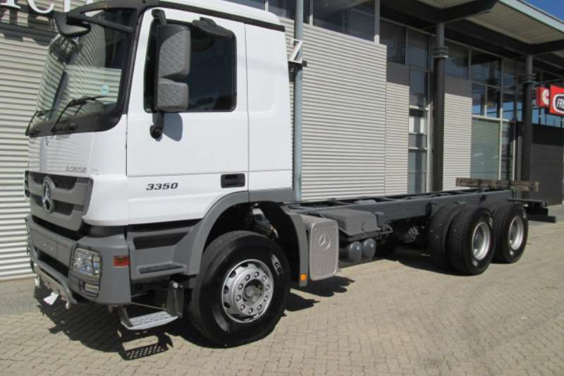 Truck Mercedes Benz Chassis Cab 3350/45 CKD 3 2017