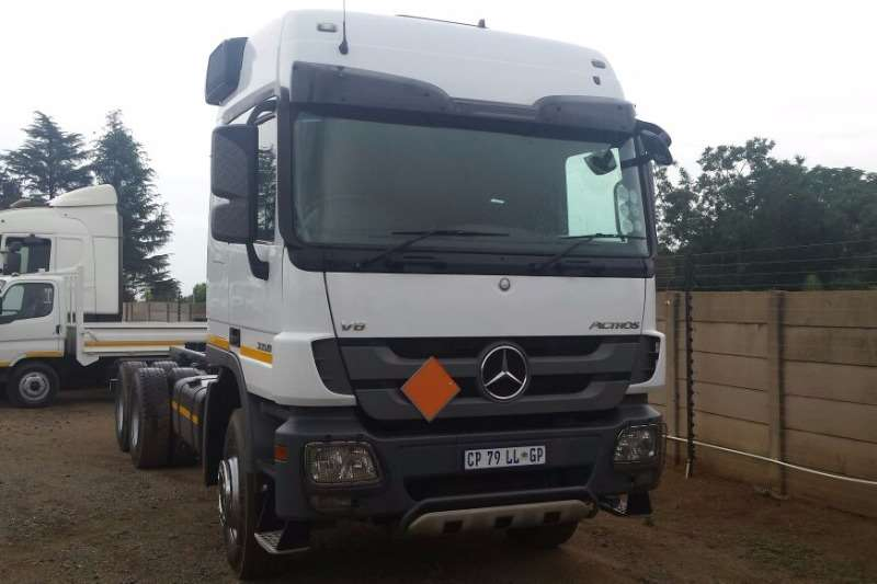 Truck Mercedes Benz Chassis Cab ACTROS 3350 2013