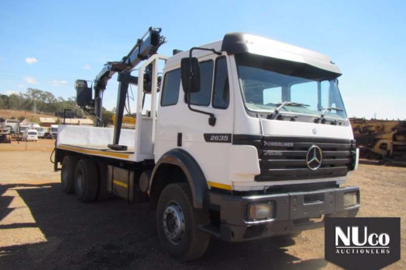 Truck Mercedes Benz Flat Deck MERCEDES BENZ 2635 FLAT DECK WITH BRICK GRAB 0