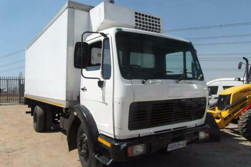 Truck Mercedes Benz Insulated Fridge unit 1213 Refridgerated Truck With Transfig Cooling Uni 1990