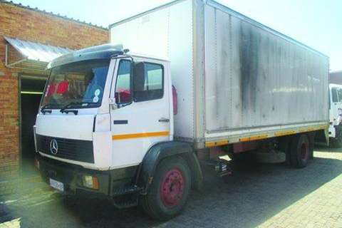 Truck Mercedes Benz Mercedes Benz 1214 Closed 1996