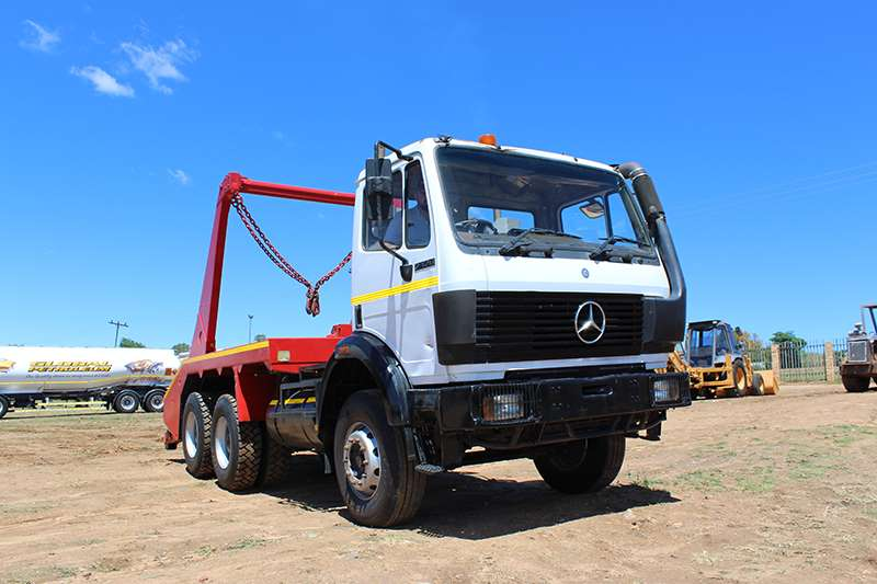 Truck Mercedes Benz Skip Bin Loader M/BENZ 2426 POWERLINER DOUBLE AXLE SKIP BIN LOADER 0