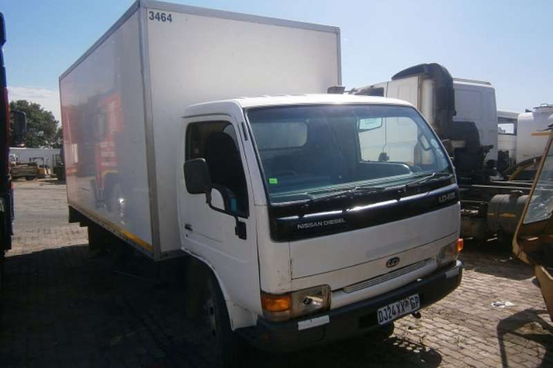 Nissan Closed body UD40 Truck
