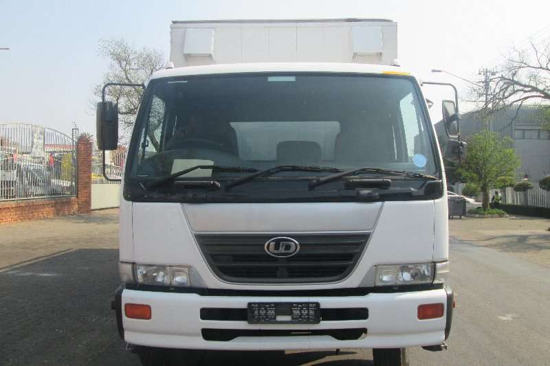 Nissan Closed body UD80 Truck